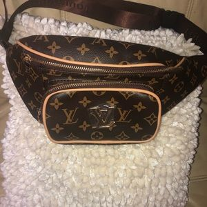 Louis Vuitton replic fanny pack!